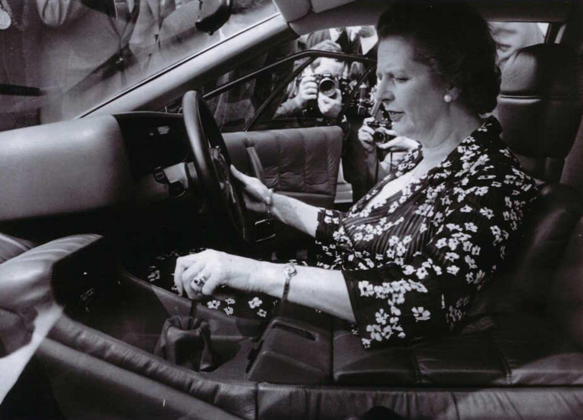 Margaret Tatcher ao volante Lotus Esprit Turbo