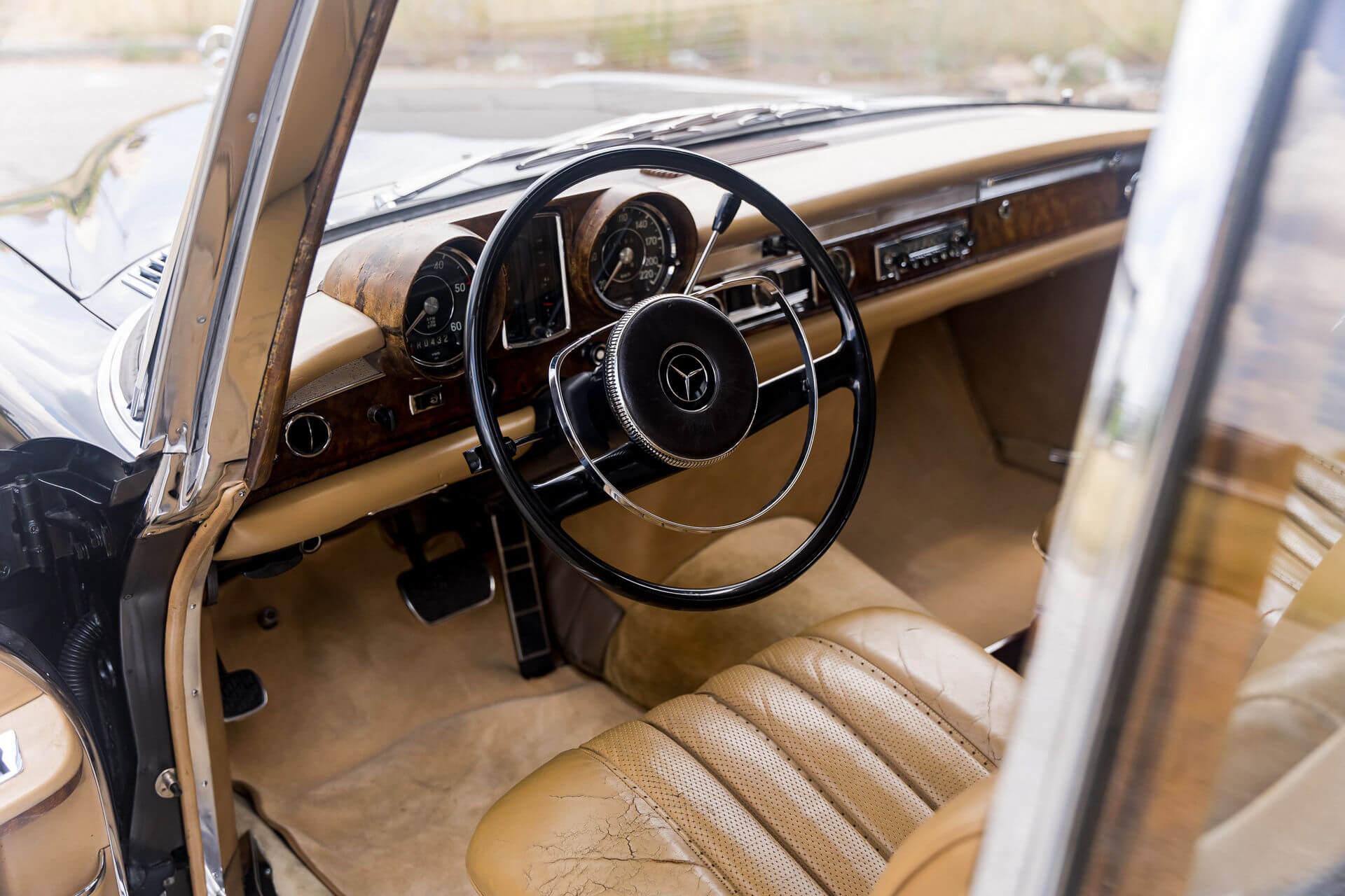 "Este Mercedes-Benz 600 LWB Pullman ""fez vida"" na China, mas está à venda nos EUA Mercedes-Benz-600-LWB-Pullman_2"