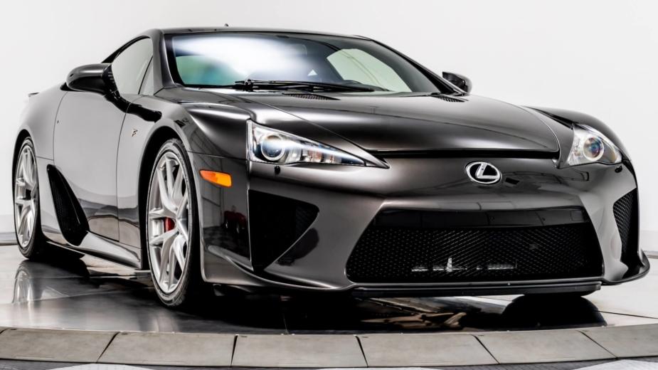 Único no mundo, este Lexus LFA com apenas 816 km está à venda