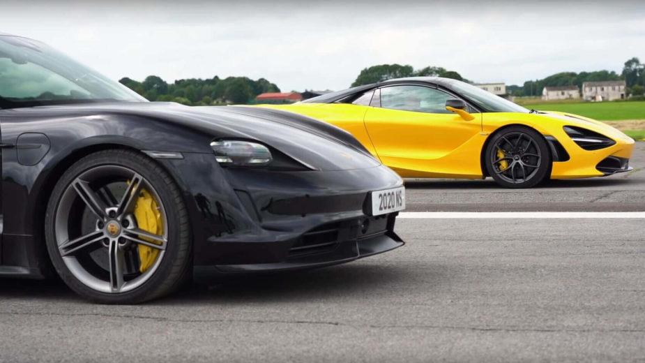 Drag race Porsche Taycan Turbo S vs McLaren 720S Spider