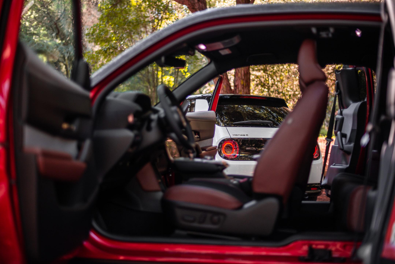 Mazda MX-30 vs Honda E