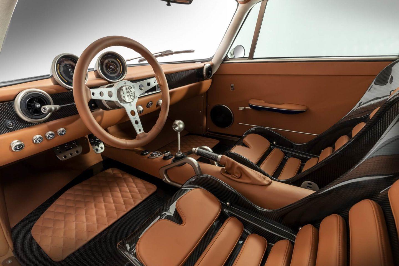 Interior do Totem Automobili GT Electric