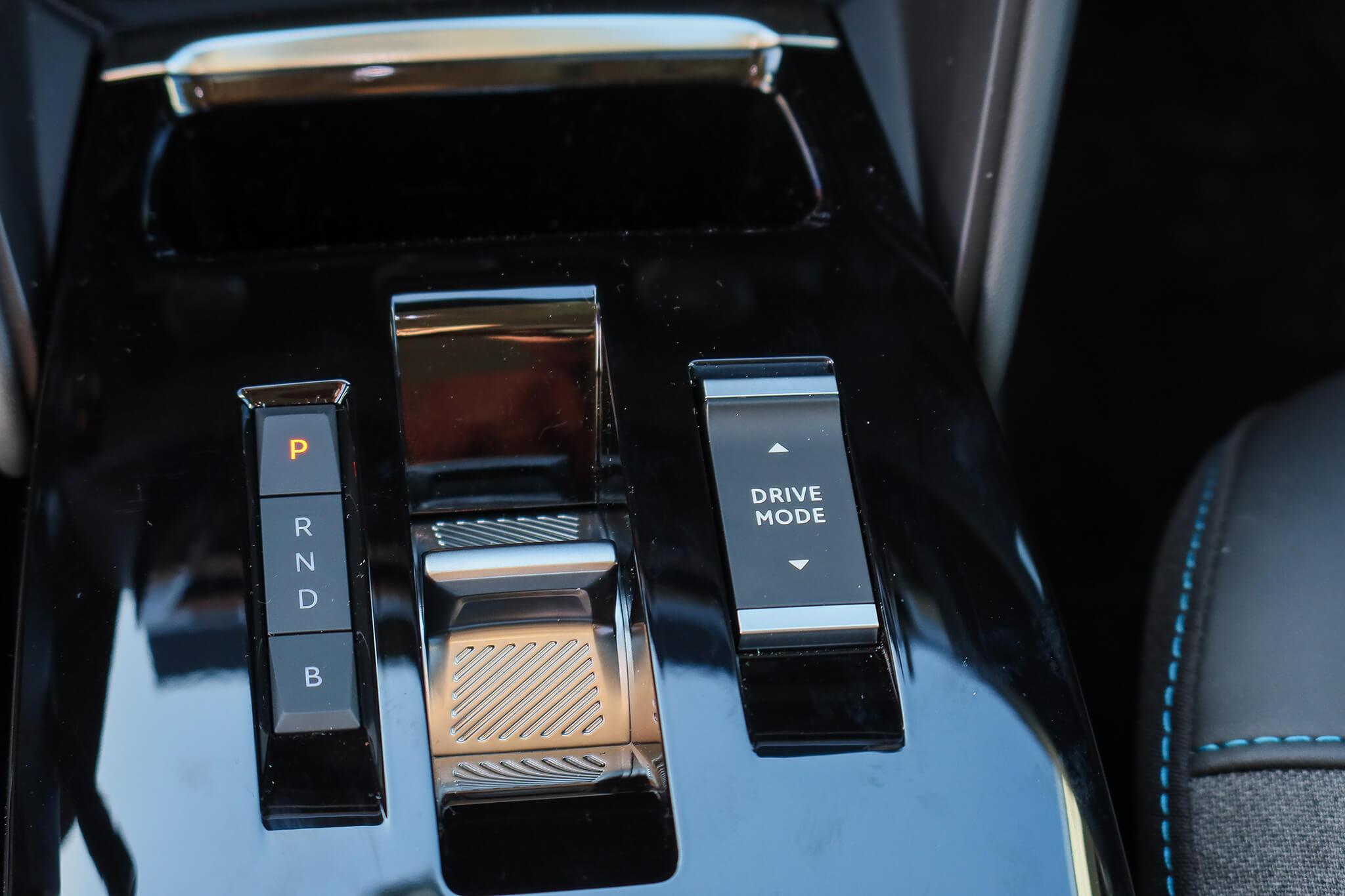 Consola central com seleção de relação e modos de condução