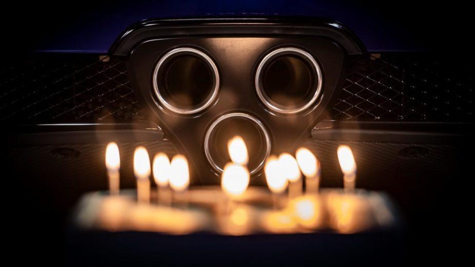 Escapes e velas do bolo de aniversário