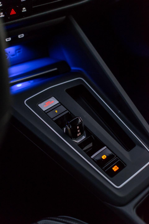 Consola central com manípulo transmissão shift by wire