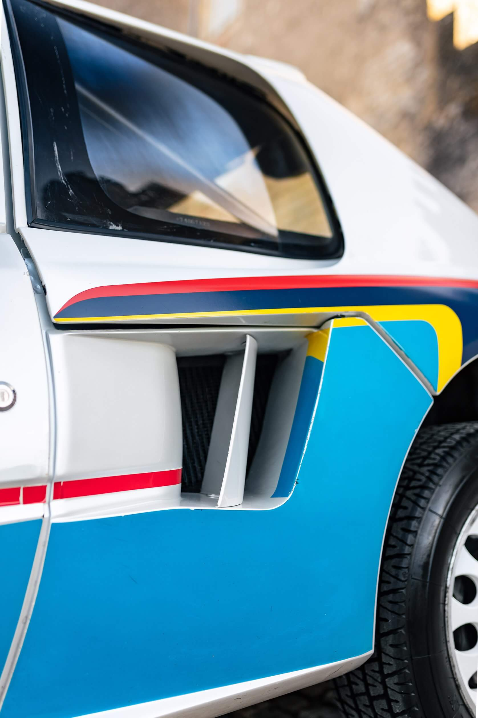 Peugeot 205 Turbo 16. Entrada de ar traseira