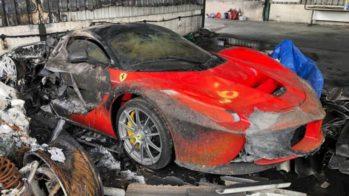 La Ferrari destruído em incêndio