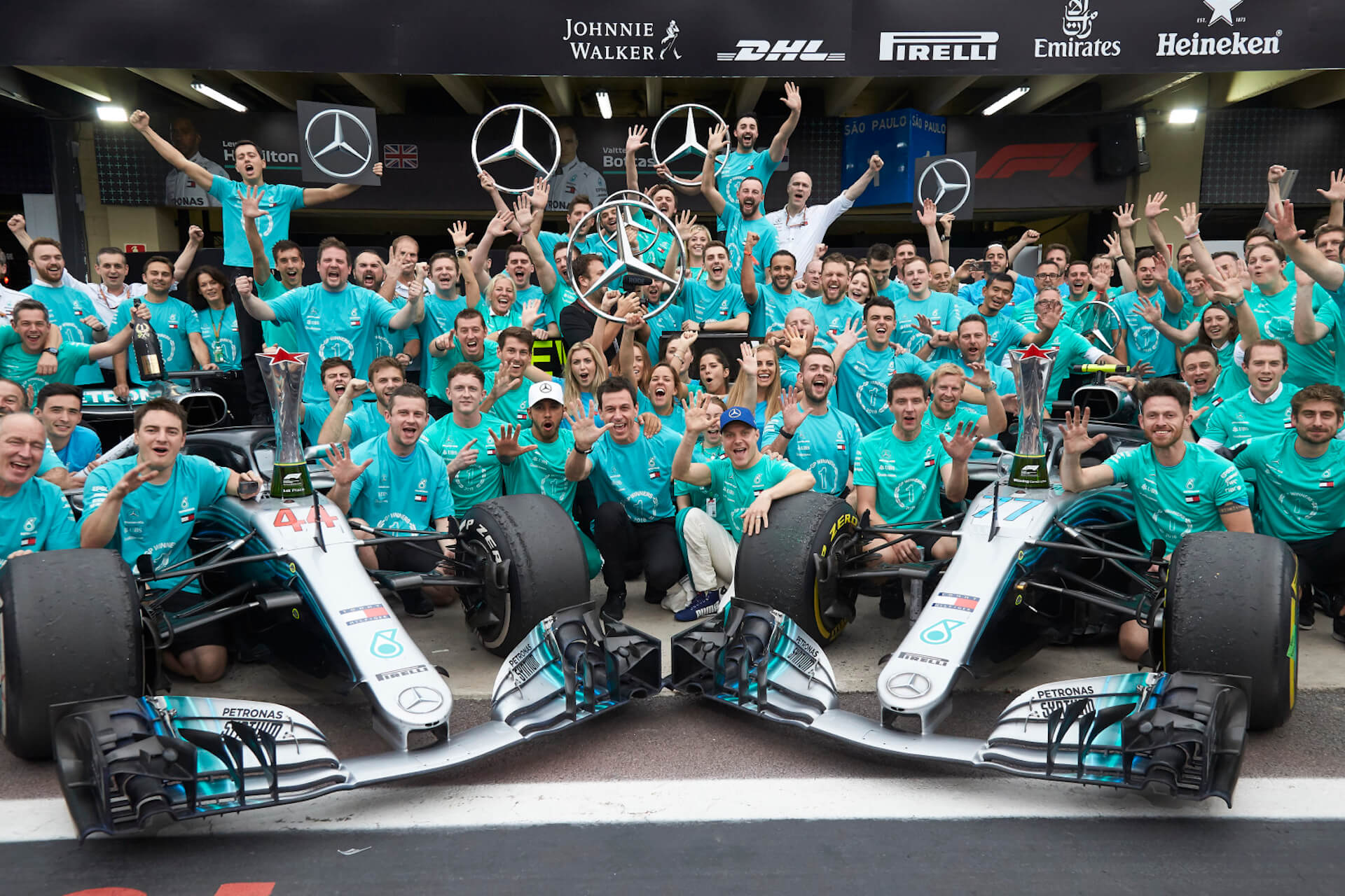 Mercedes F1 Team - festejos 5 mundiais construtores consecutivos