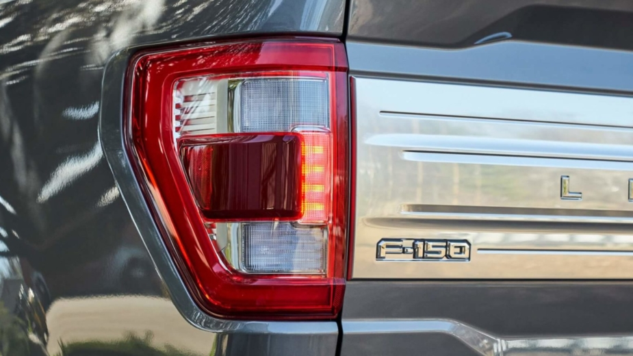 Ford F-150 farolim traseiro é uma balança