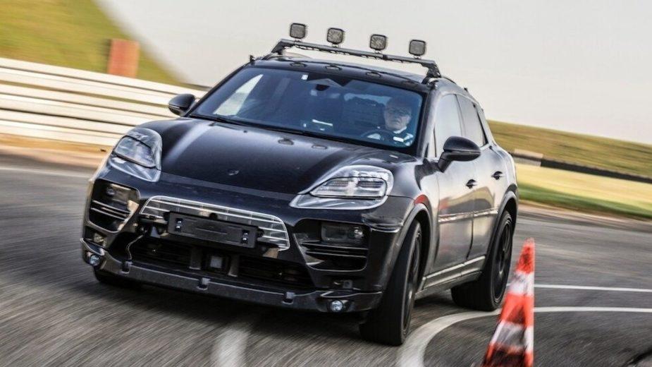Porsche Macan elétrico protótipo de testes