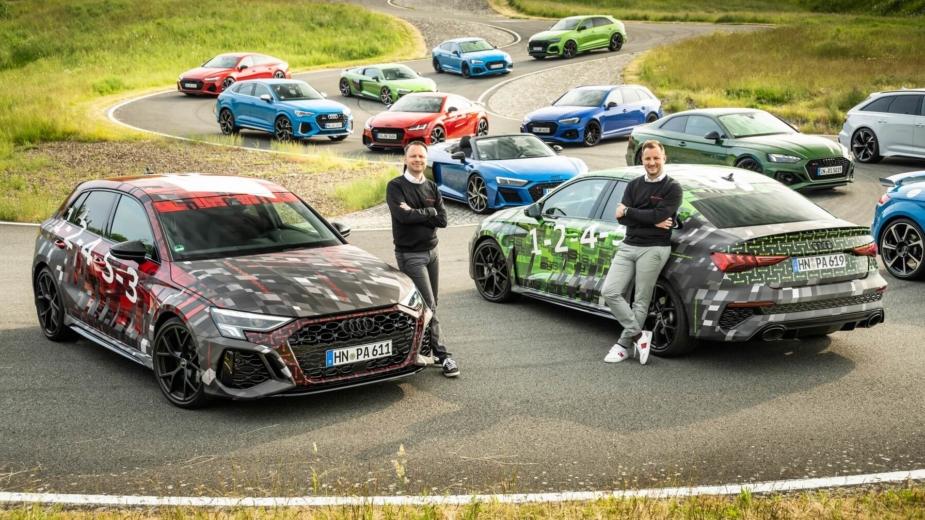 Sebastian Grams, diretor administrativo da Audi Sport e Rolf Michl, chefe de vendas e marketing com Audi RS 3 Sportback e Audi RS 3 Sedan