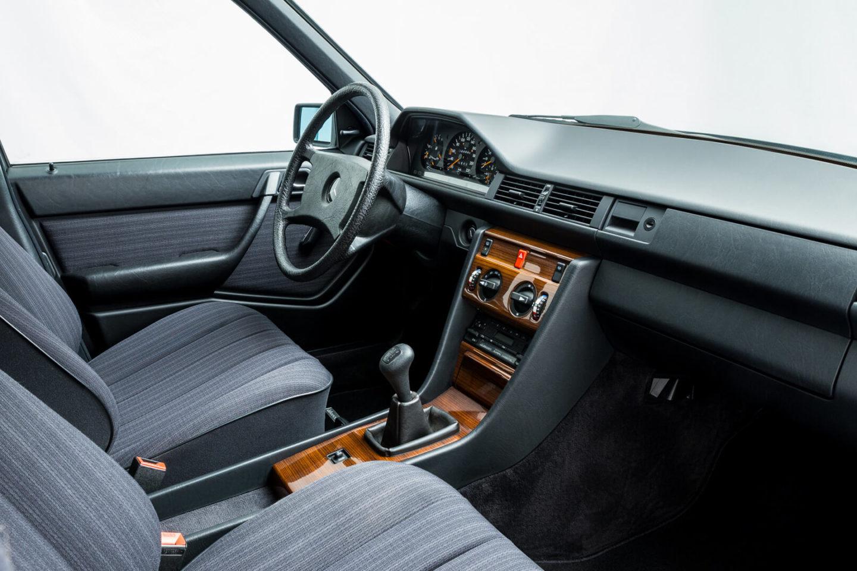 Mercedes-benz W124_230E 21