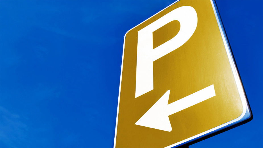 Parque de estacionamento sinal dourado