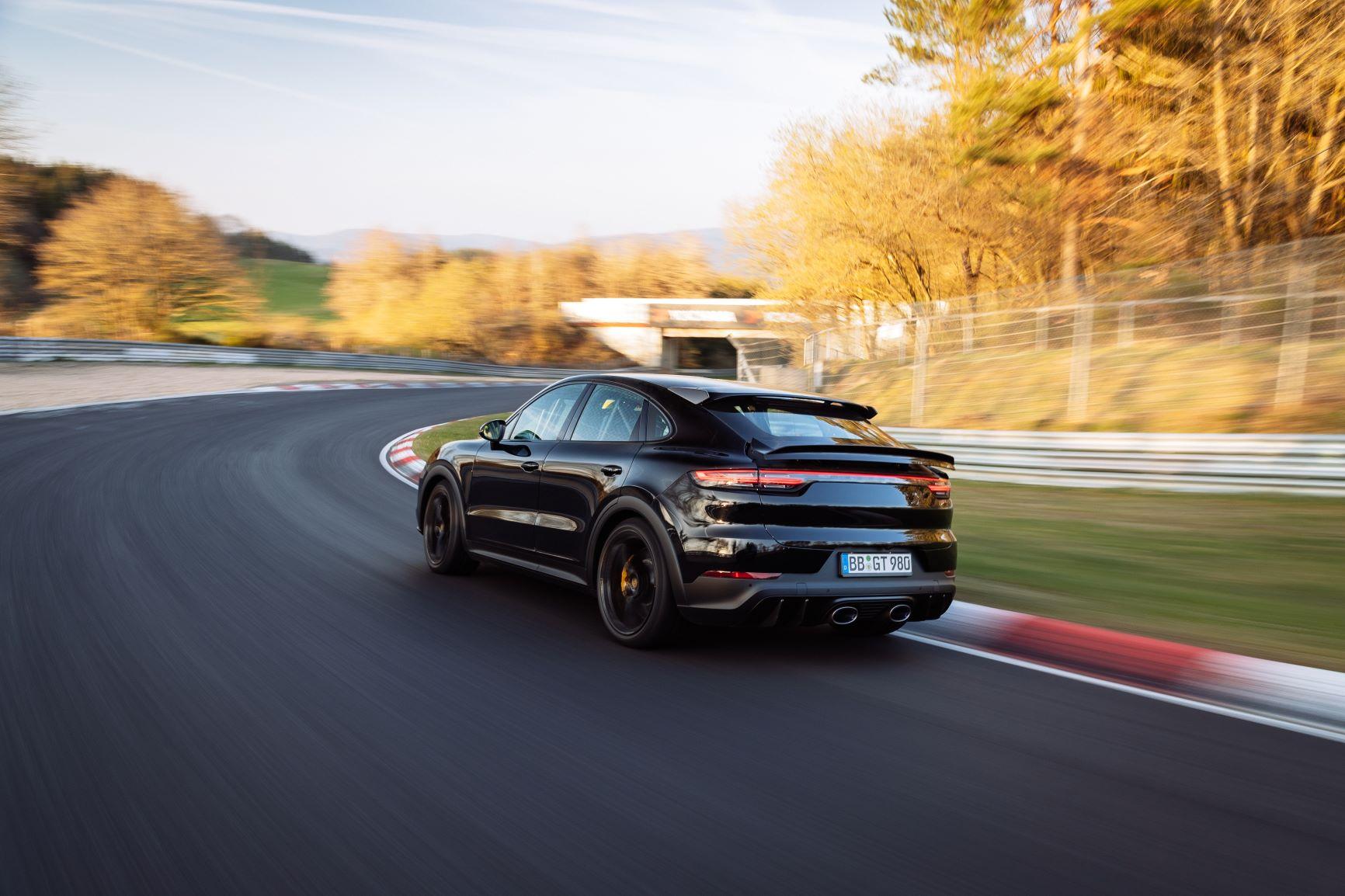 Porsche Cayenne Coupe Turbo no Nurburgring