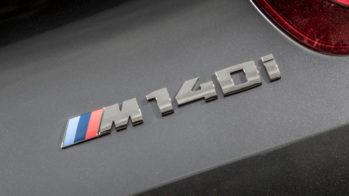 BMW M140i emblema