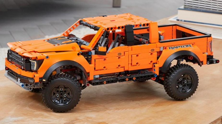 2021-Ford-F-150-Raptor-LEGO-2