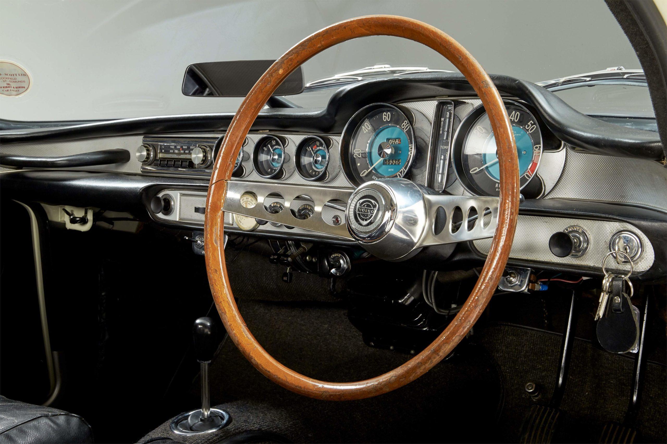 O Santo Volvo P1800