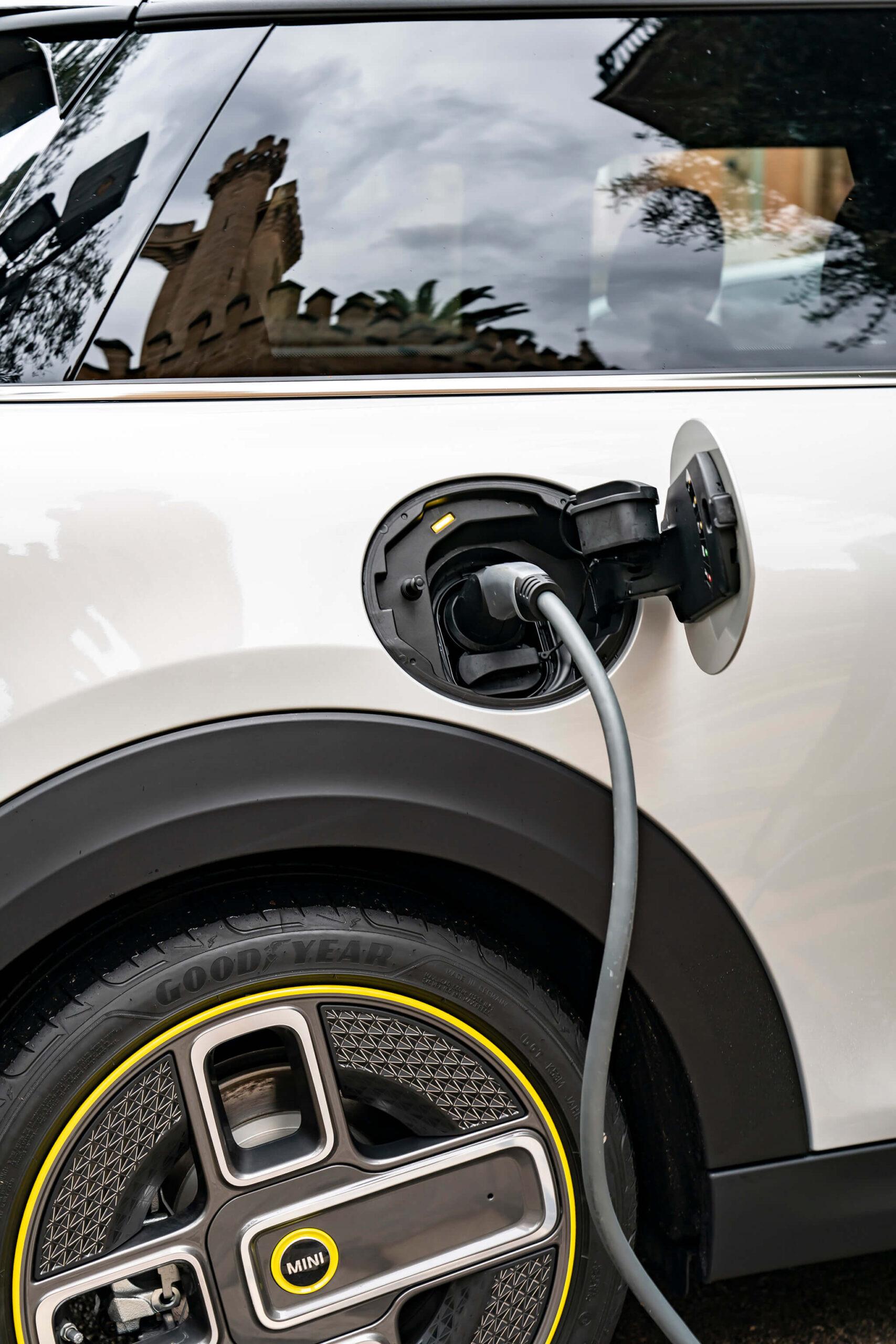 MINI Electric carregar