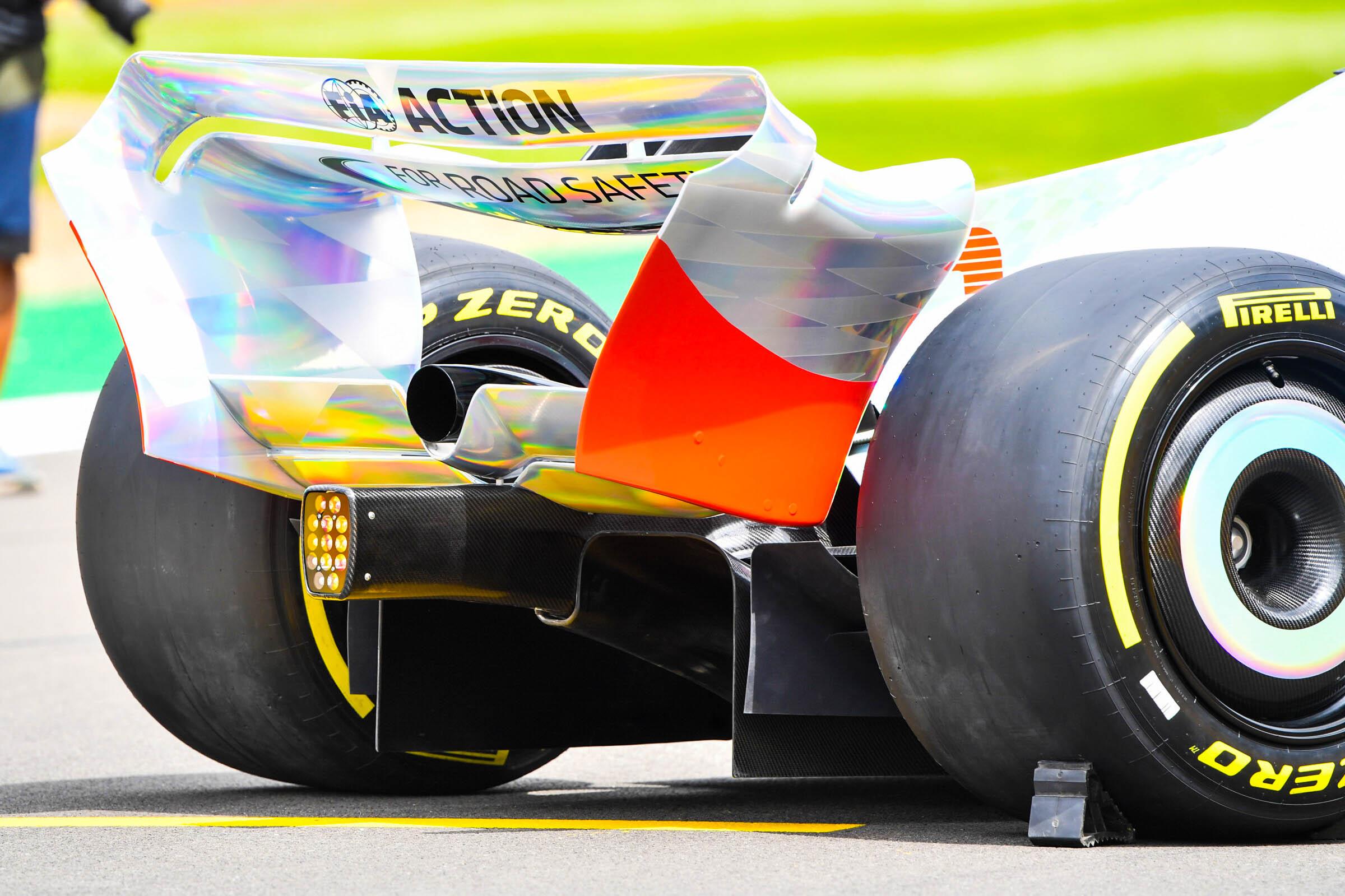 Asa traseira curvilínea Formula 1, 2022