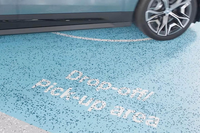 BMW iX estacionamento automático