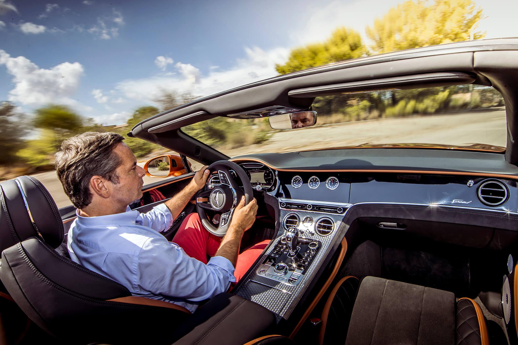 Joaquim Oliveira a conduzir Bentley Continental GT Speed Covnertible