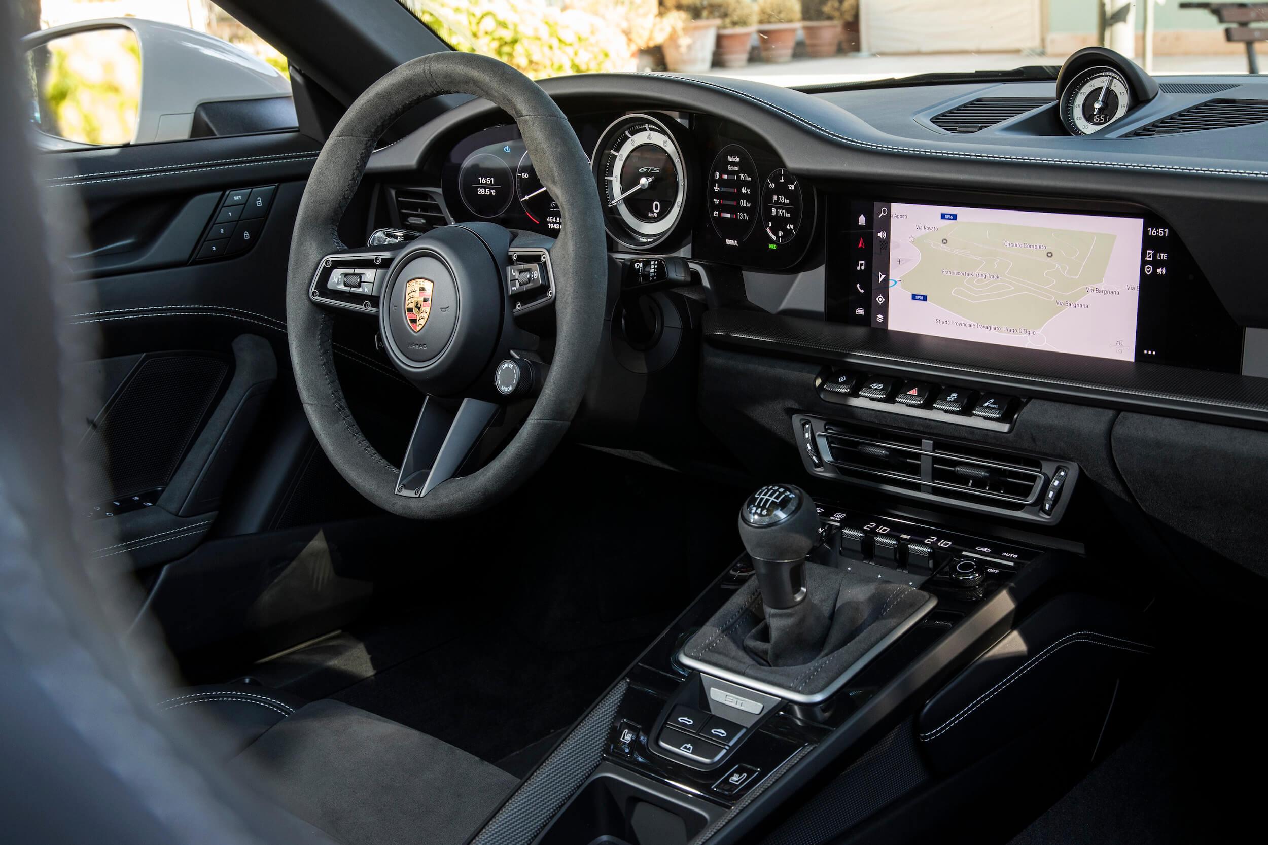 Porsche 911 GTS cabrio caixa manual