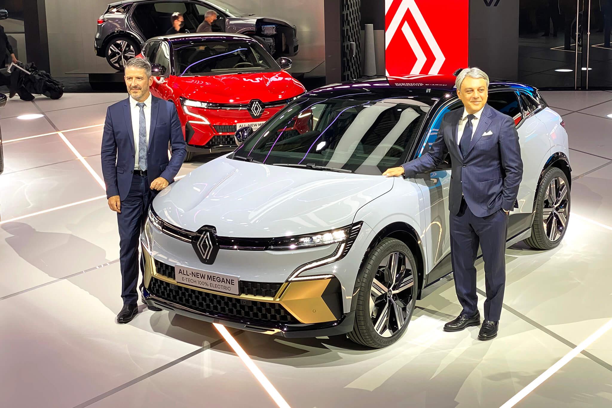 Renault Mégane E-Tech Electric com Luca de Meo e Gilles Vidal.
