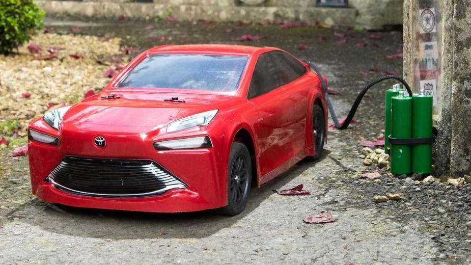 Toyota Mirai telecomandado
