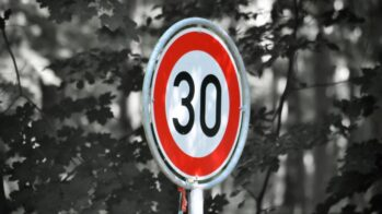 limite velocidade 30 km/h